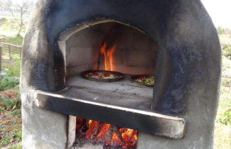 薪窯でピザづくり